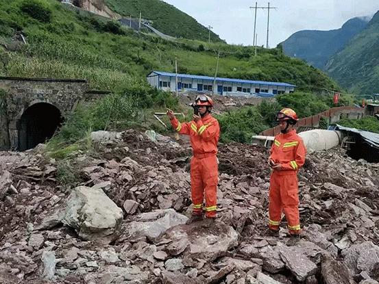 成昆铁路山体滑坡救援现场